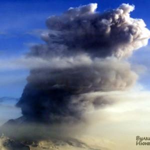 Пробудился вулкан Шивелуч